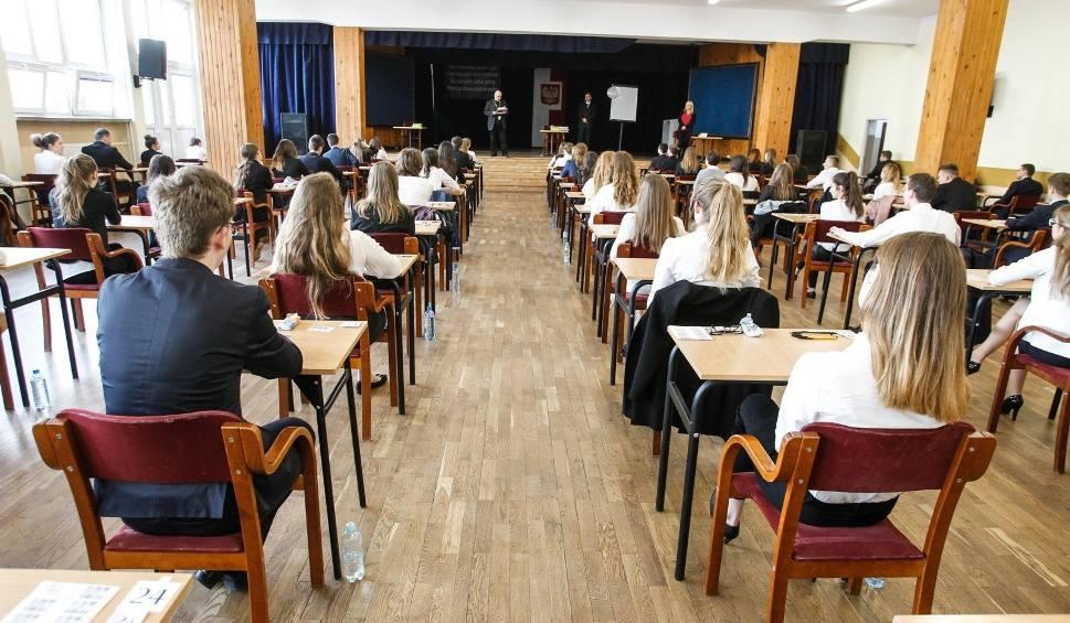 Film do artykułu: Przesuńmy maturę - piszą petycję zielonogórscy licealiści. Trzeba podjąć konkretne decyzje