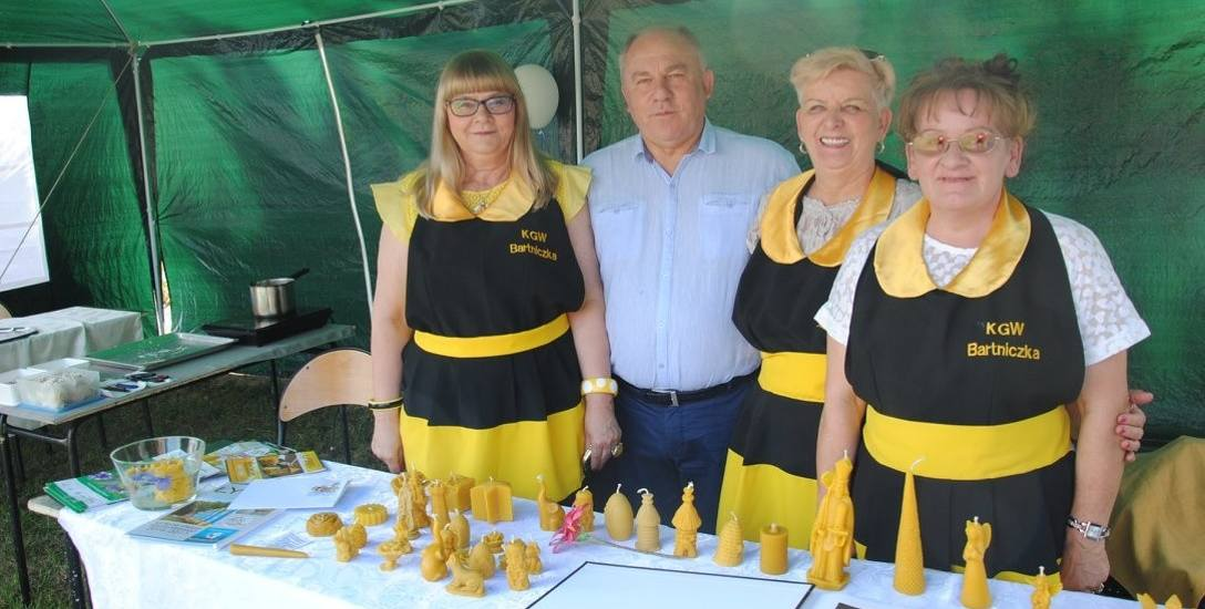Gmina Bartniczka jest najmniej zadłużoną gminą w powiecie Brodnickim. Na zdjęciu wójt Wiesław Biegański z członkiniami miejscowego koła gospodyń w czasie
