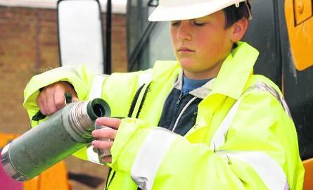 Nieletni praca: Nieletni nie powinien pracować dłużej niż 7 godzin dziennie