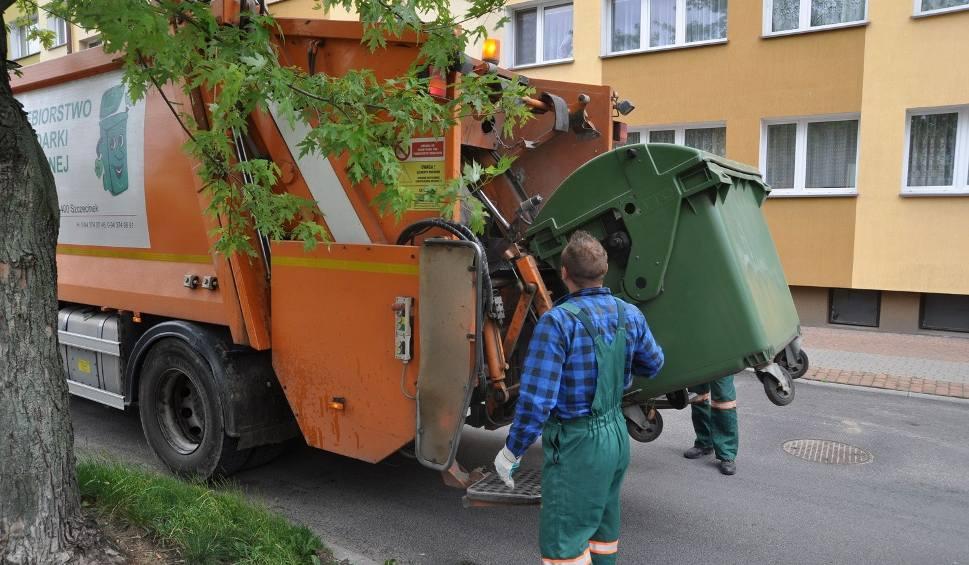 Film do artykułu: Zaczęło się lato, śmieci śmierdzą. Śmieciarki przyjadą częściej?