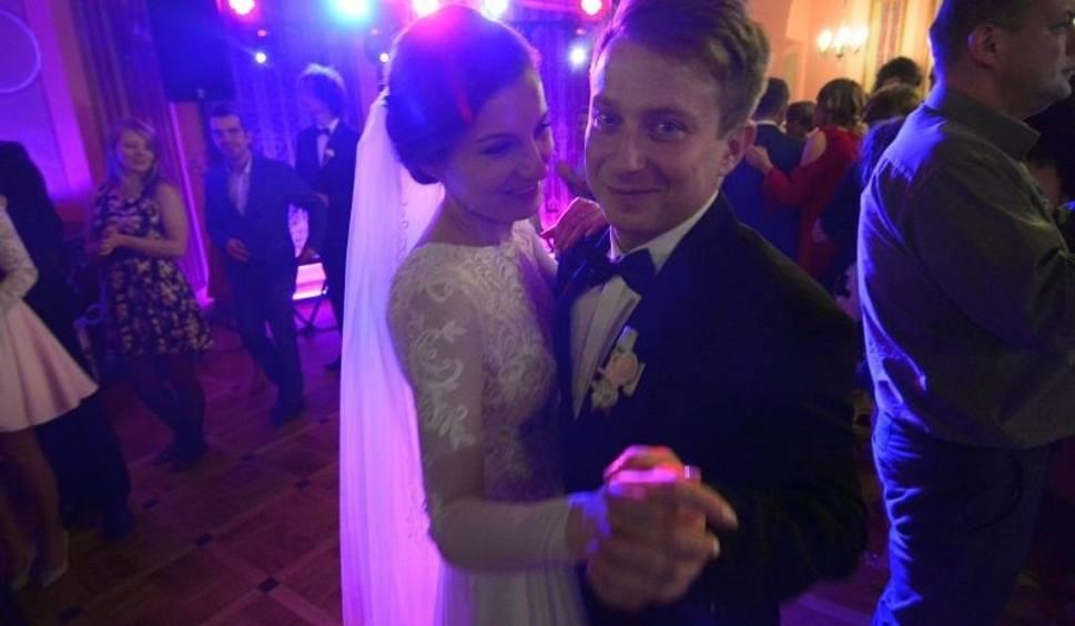 Film do artykułu: Marta i Damian już po Weselu marzeń w królewskim Sandomierzu. Goście bawili się do rana