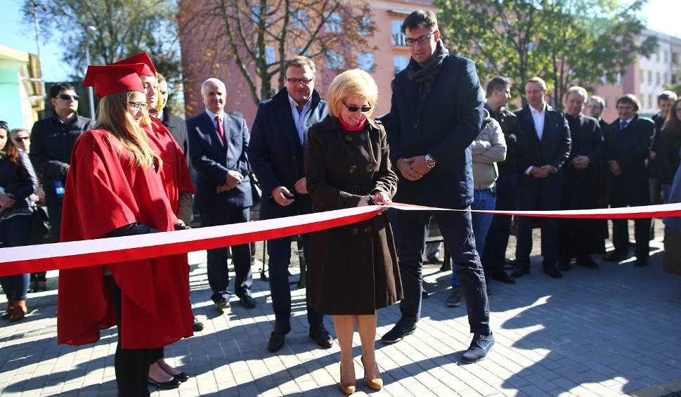 Film do artykułu: Liceum imienia Kopernika w Radomiu ma boisko z budżetu obywatelskiego
