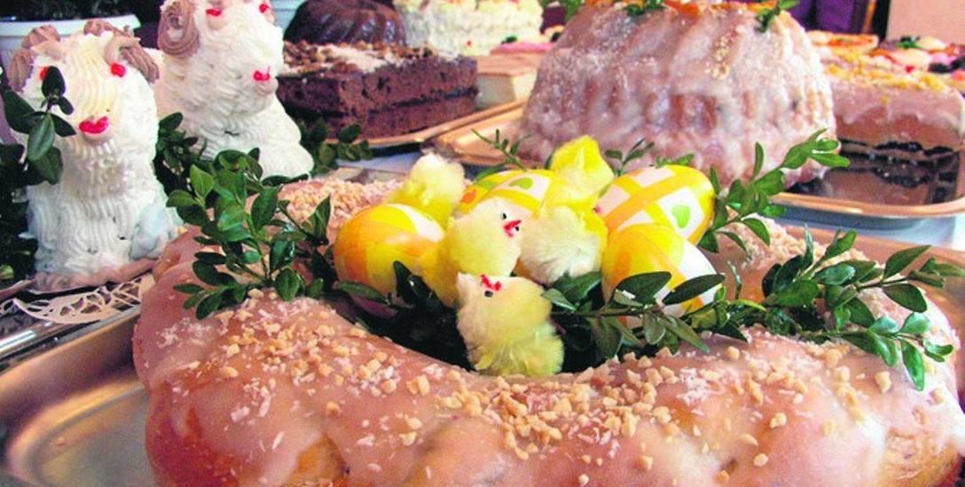 Pięknie udekorowane ciasta możemy kupić np. w cukierni Poznańska w Koszalinie