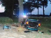 Zdjęcie do artykułu: Wypadek w Bezwoli. Audi uderzyło w drzewo, pięć osób trafiło do szpitala