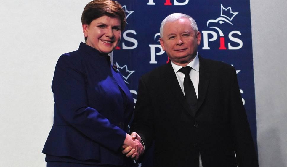 Film do artykułu: Beata Szydło i Jarosław Kaczyński przedstawili skład rządu (WIDEO, ZDJĘCIA)