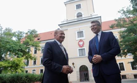 Zdaniem ekspertów prezydent Tadeusz Ferenc, popierając dr. hab. Marcina Warchoła z PiS, znacząco wpłynął na wyniki wyborów do Sejmu w okręgu rzeszow