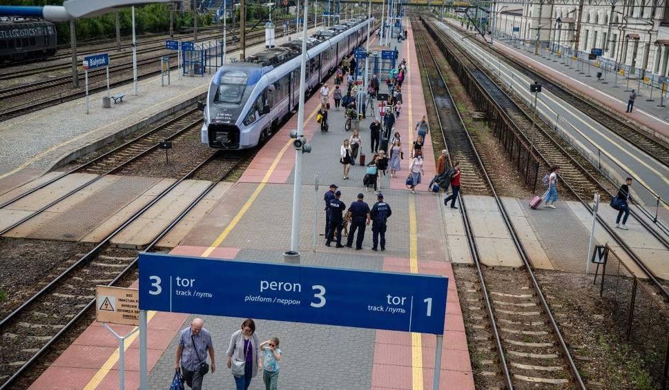 Film do artykułu: Podlaskie. Po blisko 30 latach wraca bezpośredni pociąg z Białegostoku do Hajnówki (zdjęcia, wideo)