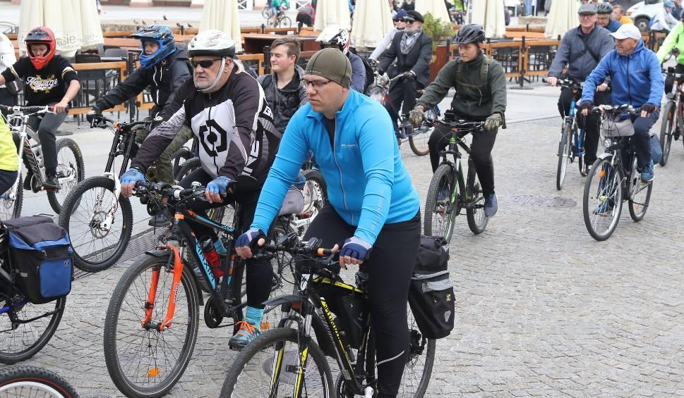 Film do artykułu: Wielka Parada Rowerowa. Cykliści zebrali się w centrum Kielc [ZDJĘCIA]
