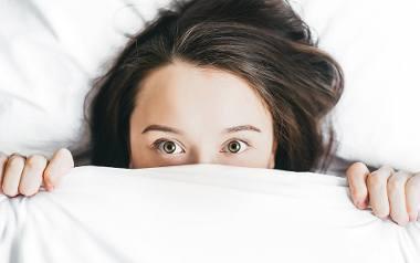 Wielu z nas często narzeka,  że budzi się co noc o godzinie 3.00, ma problemy z zaśnięciem pomiędzy 21.00 a 23.00, itp. Okazuje się, że takich sytuacji