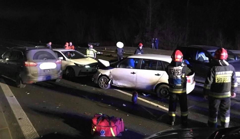 Film do artykułu: Lubień. Na zakopiance zderzyły się cztery samochody osobowe [ZDJĘCIA]