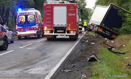 Tragiczny wypadek na DK26. Samochód osobowy zderzył się z ciężarówką. Jedna osoba nie żyje