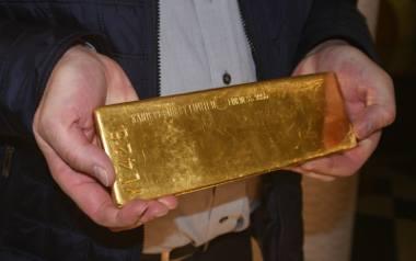 Sztabkę złota o wartości ok. 130 tysięcy złotych znalazło CBA podczas przeszukania na plebanii Katedry Polowej Wojska Polskiego w Warszawie