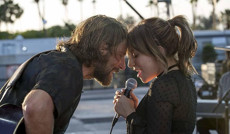 Film do artykułu: Narodziny gwiazdy. Lady Gaga i Bradley Cooper odgrzewają hit z Hollywood (wideo)