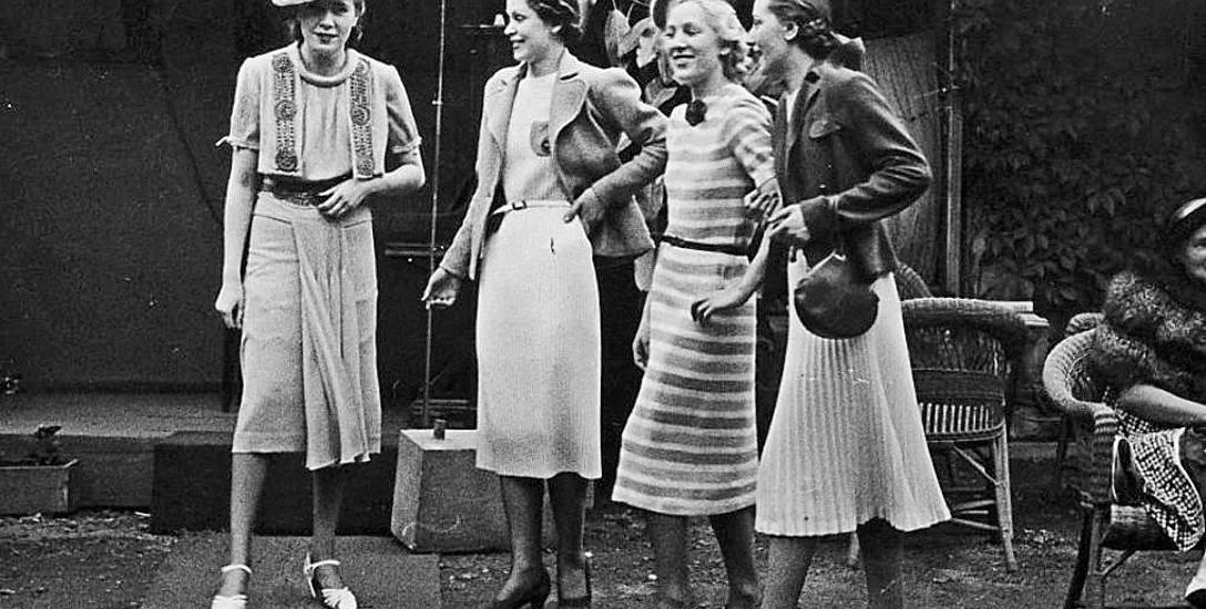 Z okazji Dnia Kobiet pokaz mody w Warszawie w końcu lat trzydziestych zeszłego wieku