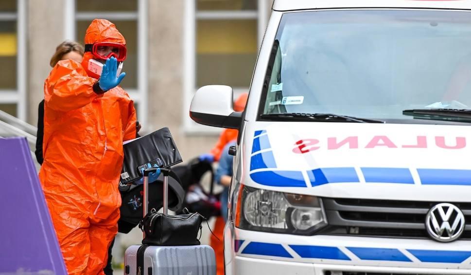 Film do artykułu: Koronawirus na Pomorzu 1.01.2021: 1027 nowych zakażeń oraz 24 zgony. W Polsce wykryto 11 008 nowych przypadków SARS-Cov-2, zmarło 400 osób