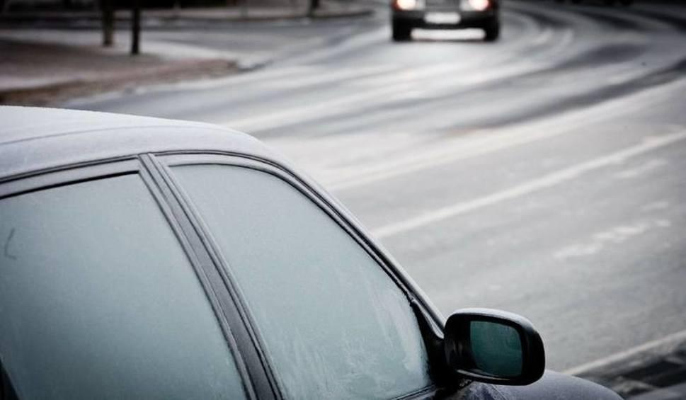 Film do artykułu: Lubuskie: ostrzeżenie IMGW pierwszego stopnia! Na drogach może być szklanka. Uważajcie na drogach!