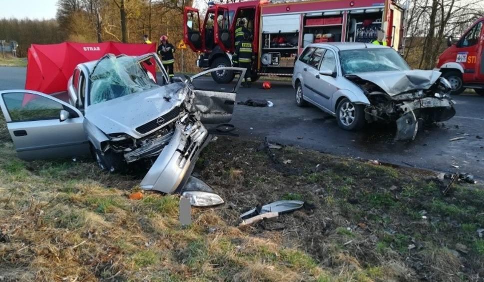 Film do artykułu: Wypadek koło Choszczna. Trzy osoby ranne [ZDJĘCIA]