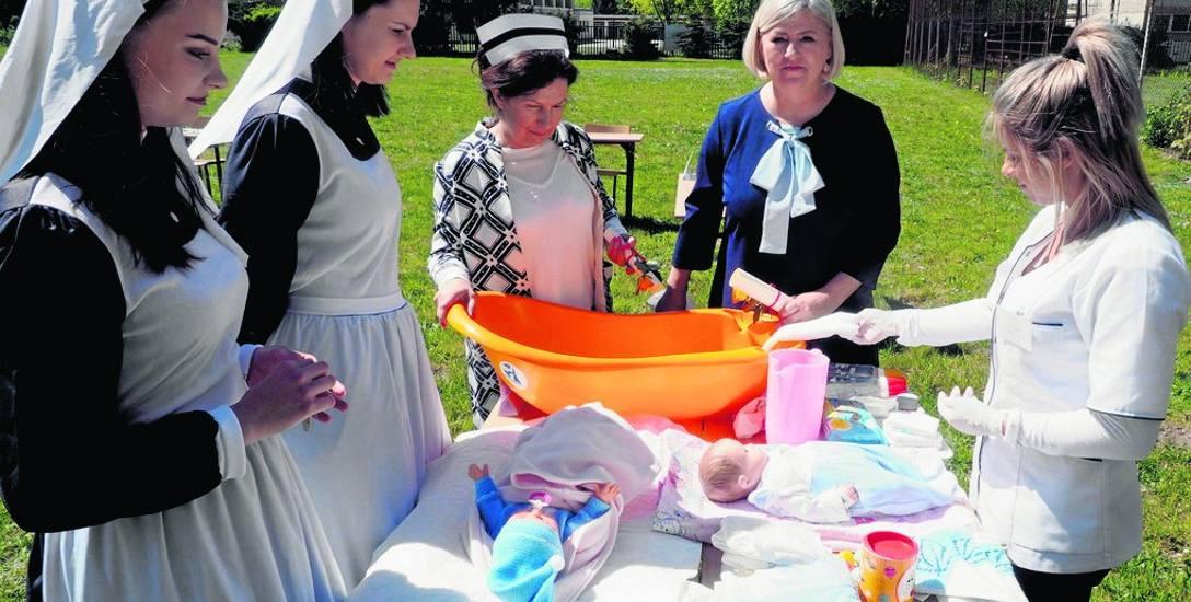 Wczorajsza uroczystość w PWSZ była połączona z festynem dla mieszkańców. Na specjalnie przygotowanych stoiskach można było np. poznać zasady pielęgnacji