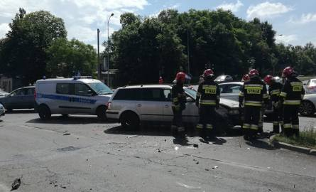 Do wypadku doszło w niedzielę, 16 czerwca, na skrzyżowaniu ulic Wojska Polskiego, Zacisze i Wyszyńskiego. Zderzyły się  peugeot i volkswagen. Karetka