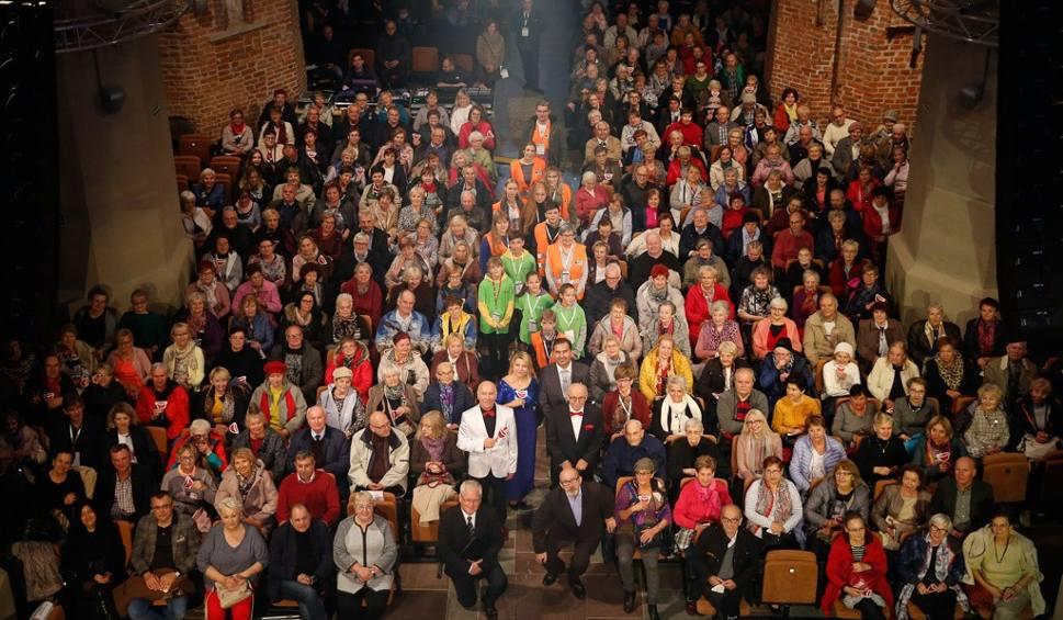 Film do artykułu: Bursztynowy Koncert Gwiazd. Fundacja Sztuka Życia zaprosiła seniorów na koncert [zdjęcia]