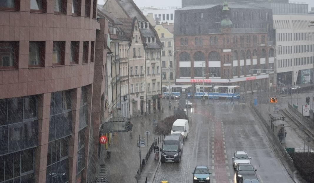 Pogoda We Wrocławiu Pada Deszcz Grad I śnieg Zdjęcia