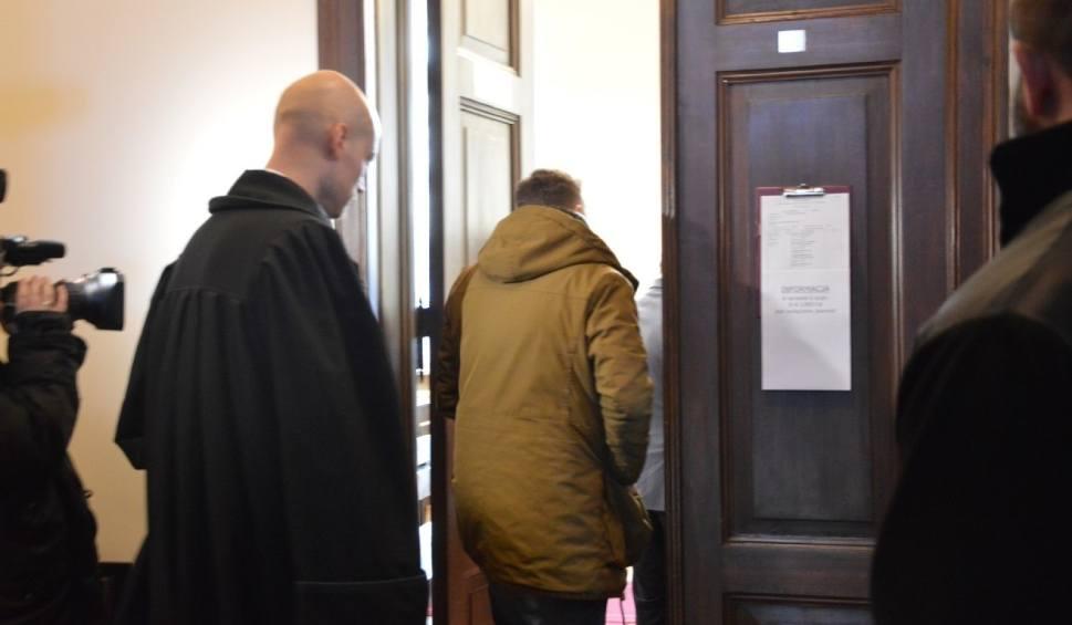 Film do artykułu: Rozpoczął się proces Krystiana W. ps. Krystek. Sąd w Wejherowie wyłączył jawność sprawy. Mężczyzna jest oskarżony m.in. o seks z nieletnimi