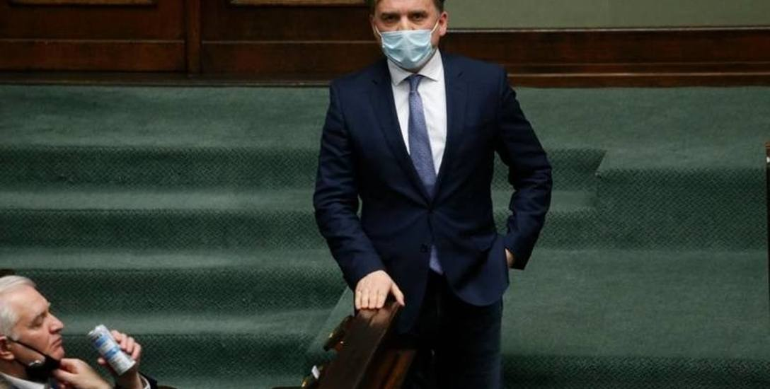 Zbigniew Ziobro i jego ludzie stają się coraz bardziej uciążliwi dla planów PiS. Minister sprawiedliwości i prokurator generalny w jednej osobie pryncypialnie