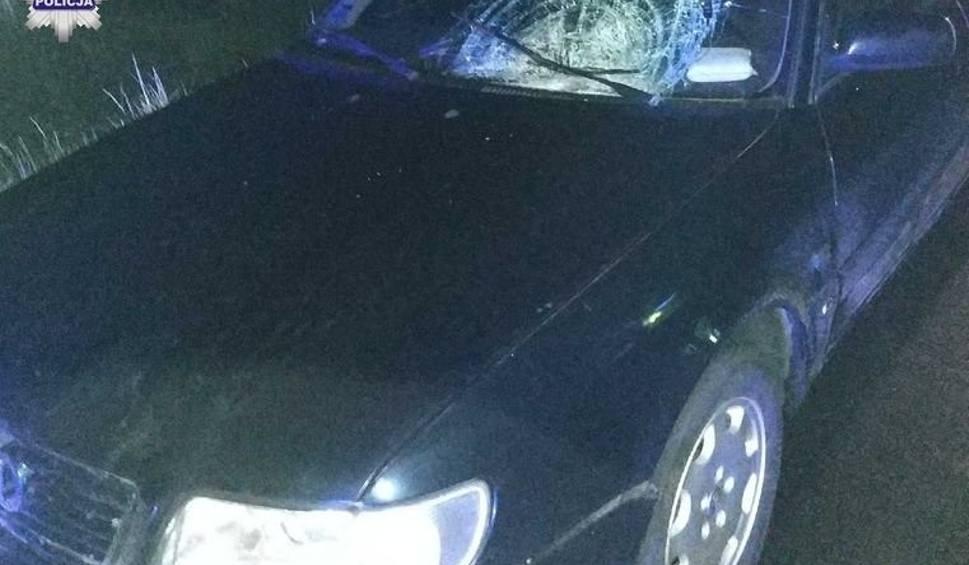 Film do artykułu: Tragiczny wypadek w Masłomęczu. Piesza potrącona przez samochód zmarła w szpitalu
