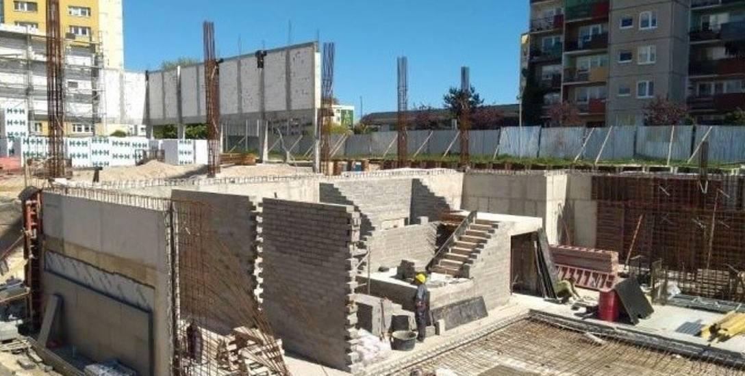 Świnoujście: Budowa hali i basenu robi postępy