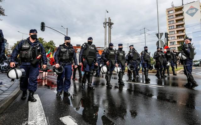 Premier chce zaostrzenia kar za agresję wobec policjantów. Jeszcze w tym miesiącu ma być projekt ustawy