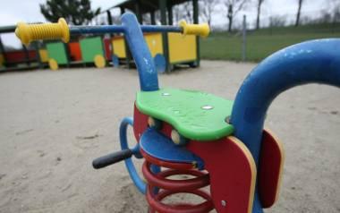 Nie ma komu naprawiać zabawek w parkach. Drugi przetarg zakończył się niepowodzeniem