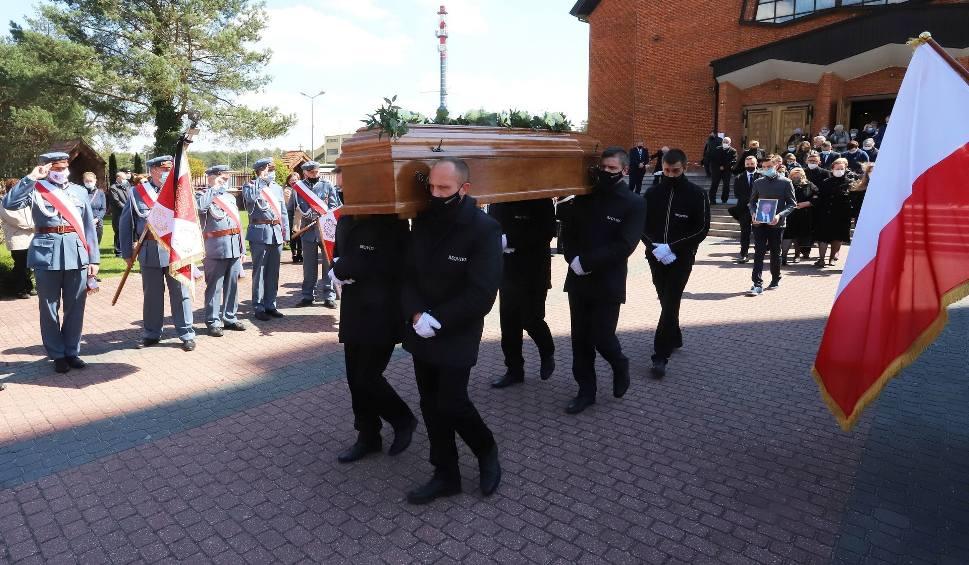 Film do artykułu: Uroczysty pogrzeb Jerzego Drągowskiego. Tłumy ludzi żegnały zasłużonego mieszkańca Kozienic (ZDJĘCIA)