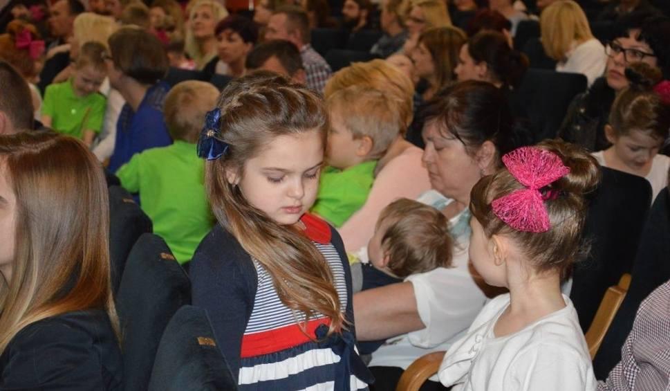 Film do artykułu: Żłobek i przedszkole na osiedlu Ogrody w Ostrowcu obchodzi 15 - lecie istnienia