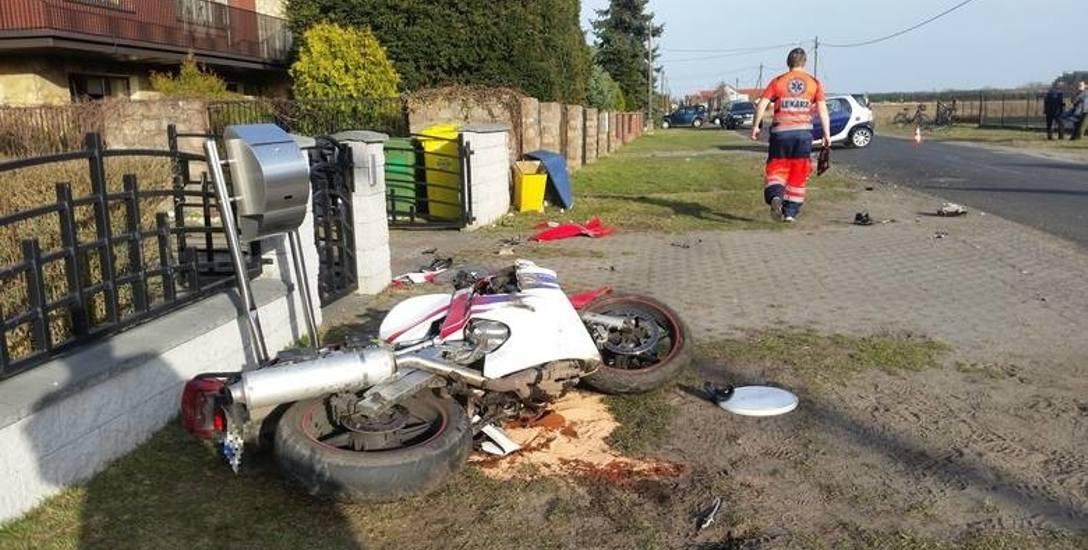Sezon na jednoślady dopiero co ruszył, a już nie brakuje wypadków. W tym w Kadłubie ranny został motocyklista.