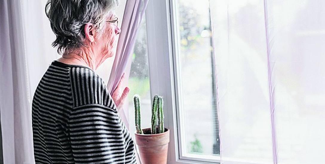 Seniorzy są skazywani za życia na śmierć cywilną