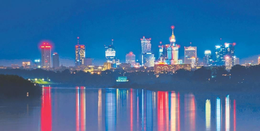 Warszawa nocą, Warszawa za dnia jest, zdaniem dziennikarza Christiana Mayera, najatrakcyjniejszym miastem w Europie. Autor jest zachwycony miastem położonym