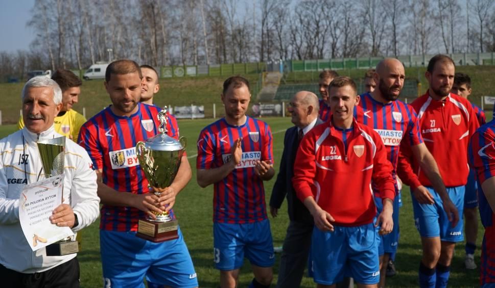 Film do artykułu: Polonia Bytom - Ruch Radzionków 3:0 RELACJA + ZDJĘCIA Polonia z pucharem po finale na stadionie Szombierek