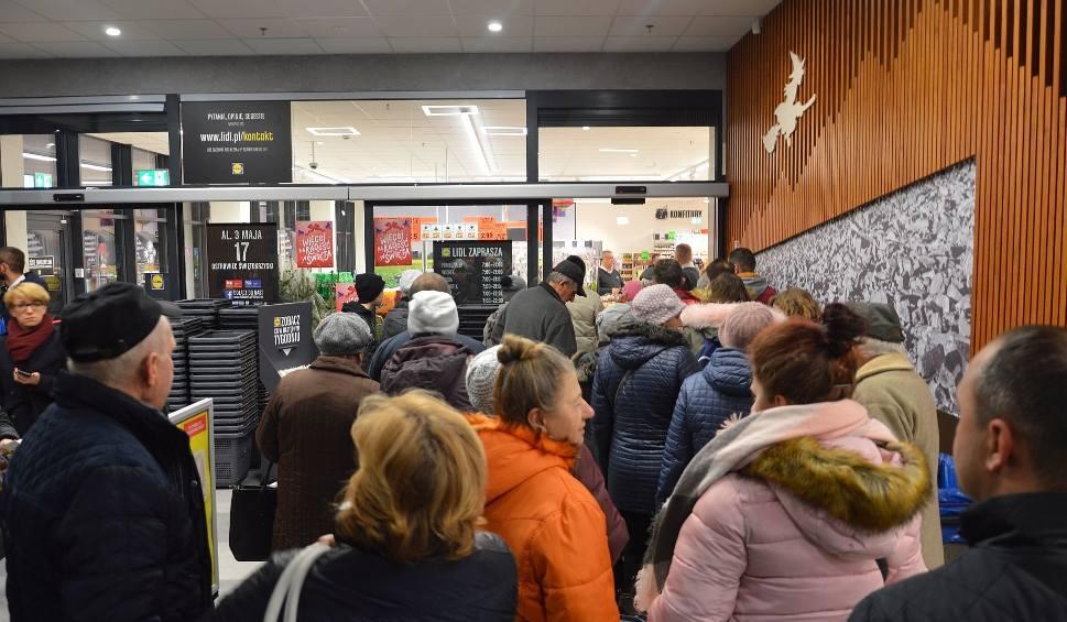 Film do artykułu: Galeria Łysica w Ostrowcu już otwarta. Pierwszy ruszył Lidl. Zobacz pierwsze zdjęcia nowego centrum handlowego [ZDJĘCIA]