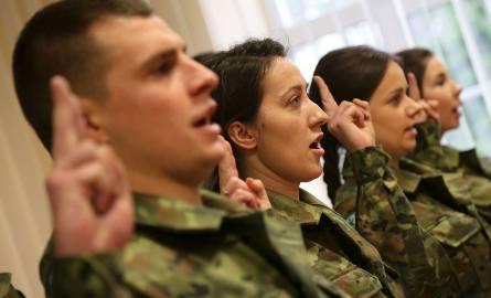 Nowi strażnicy i strażniczki złożyli ślubowanie w Podlaskim Oddziale Straży Granicznej