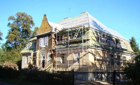 Przystań:  Kończy się remont zabytkowego dworu Burbonów
