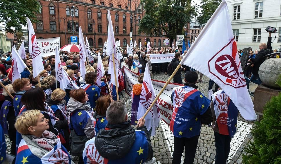 Film do artykułu: W Bydgoszczy aż 90-procentowe poparcie dla strajku. Znamy wyniki referendum strajkowego nauczycieli!