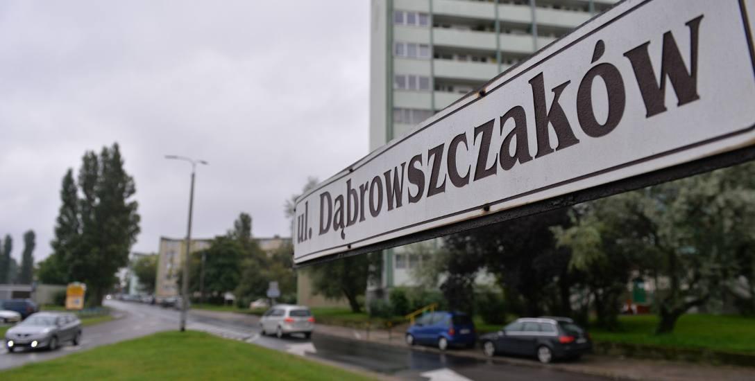 Mieszkańcy ul. Dąbrowszczaków protestowali w grudniu pod Urzędem Wojewódzkim przeciwko zmianie nazwy ulicy