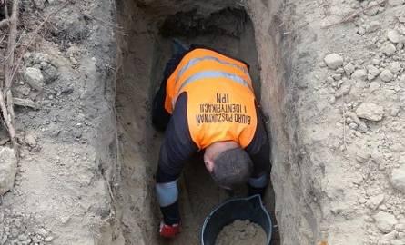 IPN odnalazł dwa szkielety na cmentarzu na Dołach