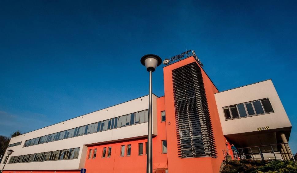 Film do artykułu: U pacjentki szpitala w Zabrzu potwierdzono koronawirusa. Teraz część oddziałów czeka dezynfekcja, a przyjęcia kolejnych pacjentek wstrzymano