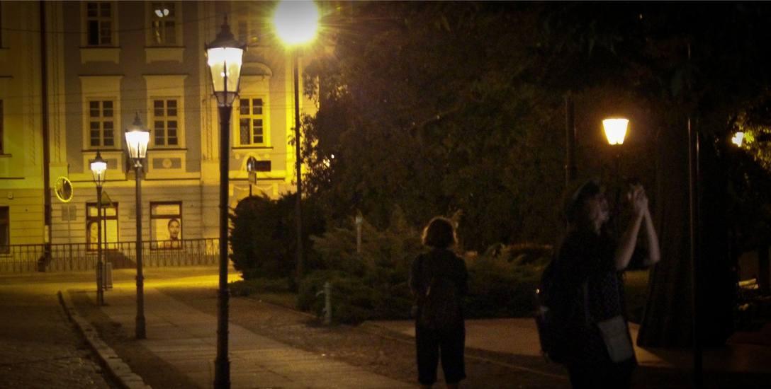 W Bydgoszczy jest 29 tysięcy  latarni. 12 tysięcy z nich należy do zarządu dróg. Pozostałe 17 tysięcy jest własnością Enei