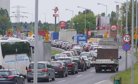 W czwartek w północno-wschodniej części Poznania doszło do paraliżu komunikacyjnego. Pojazdy stały w gigantycznych korkach na Bałtyckiej, Gdyńskiej,