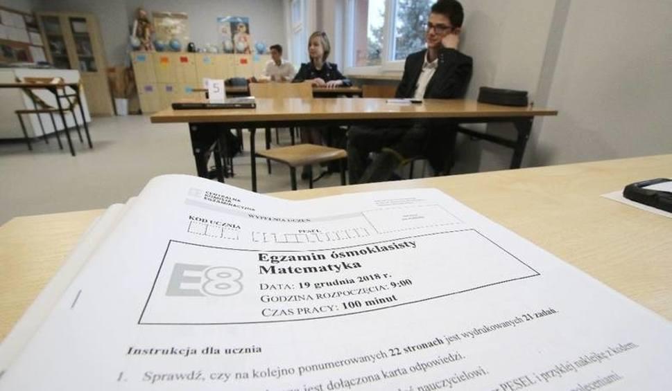 Film do artykułu: Egzamin ósmoklasisty 2019 język angielski. Odpowiedzi i arkusze CKE [17 kwietnia]. Pytania były raczej łatwe