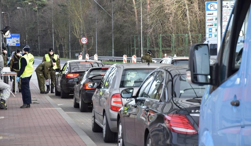 Film do artykułu: Nowe obostrzenia na terenie Niemiec od 10 kwietnia.  Na granicach znów tworzą się korki. Na wjazd trzeba czekać nawet 5 godzin