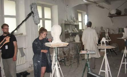 Maria anie ejst zadowolona ze swojej rzeźby.