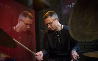 Perkusista Krzysztof Gradziuk tworzy RGG Trio razem z pianistą Łukaszem Ojdaną i kontrabasistą Maciejem Garbowskim